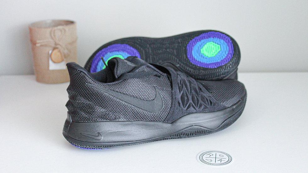 Nike Kyrie Low Triple Black