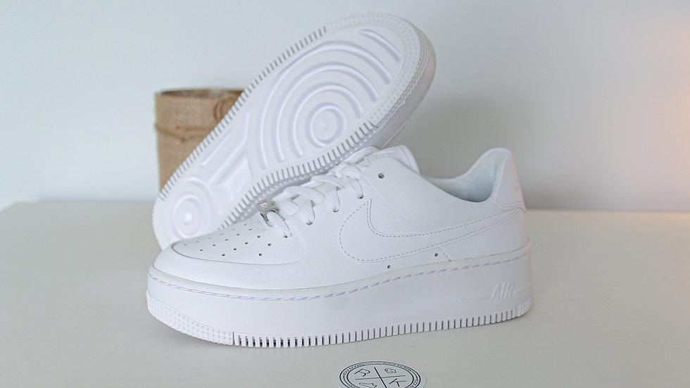 Nike WMNS Air Force 1 Sage Low Triple White B GRADE