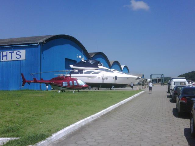 Helicóptero Pousa na Marina