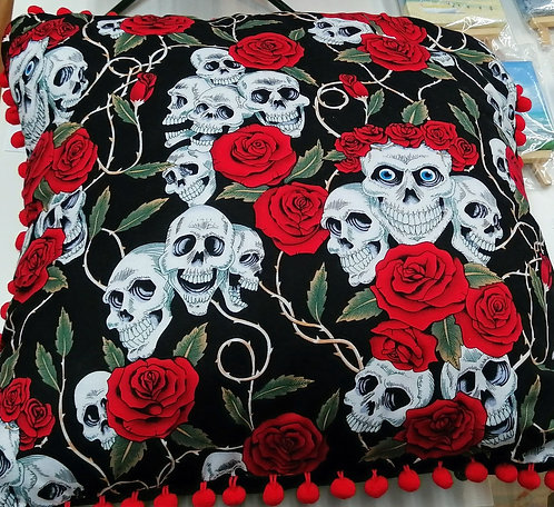 Skulls and Roses - Cushion with tassles