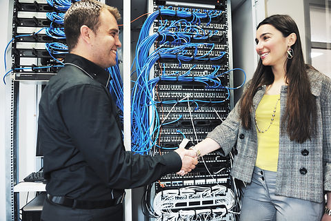it engineer in network server room solvi