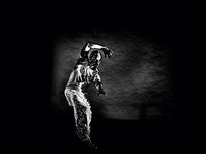 03_Silent-Lines_-c-Julian-Broad_-Dancer-