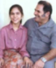 Mona Mahmudnizhad e seu pai, Bahá'i mártires em 1983. Mona tinha apenas 18 anos de idade quando foi executado em Shiraz, Irão.
