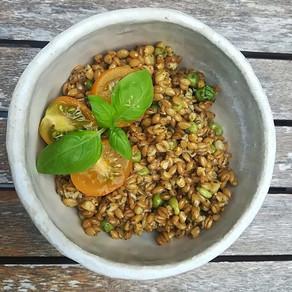 Salade estivale de petit épeautre aux petits pois et tomates cerise