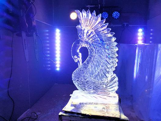 Single Swan Wedding ice sculpture Luge