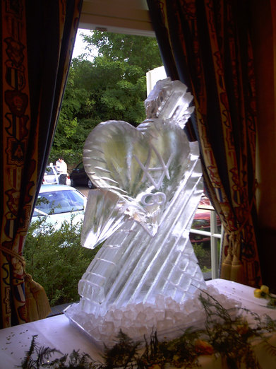 Heart & Arrow Wedding Ice Sculpture/Luge