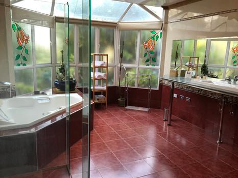 Spa Bath & Essentials