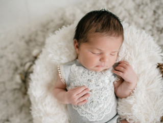 Pittsburgh Newborn Photographer | Sweet Juniper Newborns with Light Motion Studios