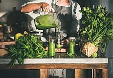 Making green detox take-away smoothie. W