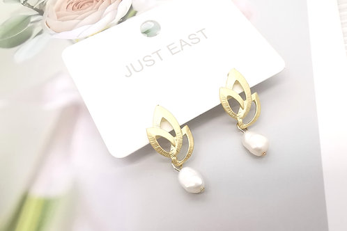 E0060 PEARL EARRINGS