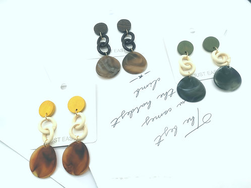 E00823 TIMBER/RESIN EARRINGS( GREEN, YELLOW, BROWN)