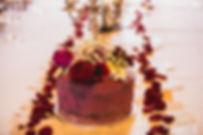 Mariage la belle et la bête Naked cake avec topping fleur