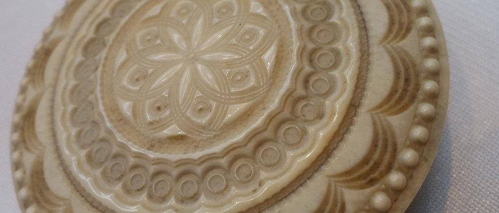 Georgian Round Carved Bone Snuff Box / Powder Case circa 1820