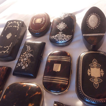 Antiques Dealer in London, UK | Antique Store in London | Antique Jewellery and Collectibles