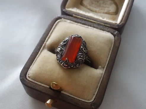 Antique Rings - Antiques Dealer in London, UK | Antiques Store in London
