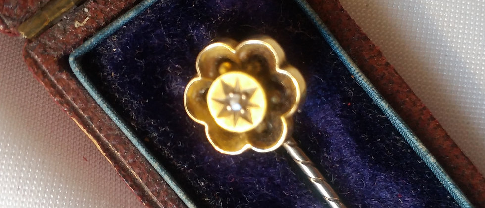 Victorian 15ct Gold Stick Pin With Old Mine Cut Diamond In Display Case