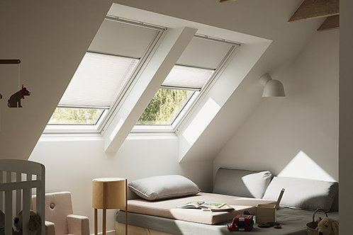White Painted Velux C/P Roof Window GGL SK06 2070 114x118cm
