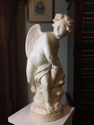 Rzeźba Amora z kołczanem