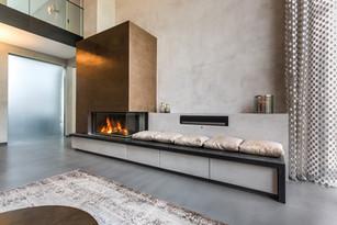 Moderne Giebelhausvilla Wohnzimmer mit Kamin