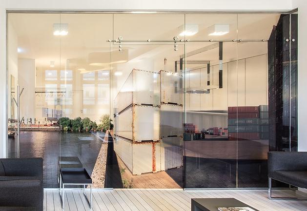 ProTec Schiebtürsystem mit atemberaubenden Glaswänden