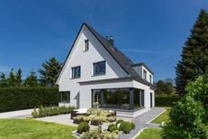 Giebelhaus in Weiss