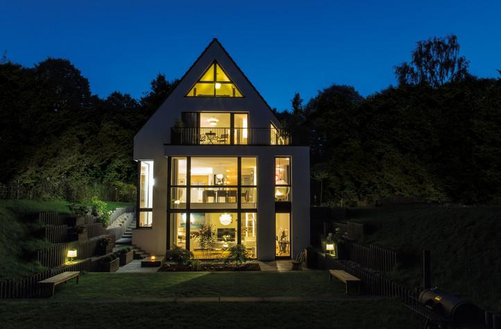 Giebelhaus bei Nacht