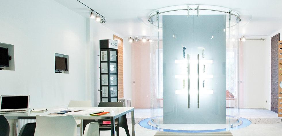 Duschsystem Visio als komplett frei stehende Rundanlage.