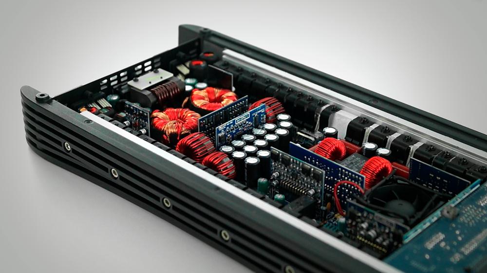 Interior del amplificador: Se puede observar la calidad de sus componentes