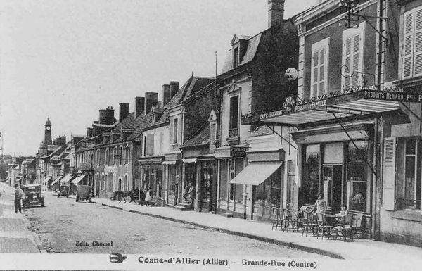 La grand rue de Cosne d'Allier entre les deux guerres
