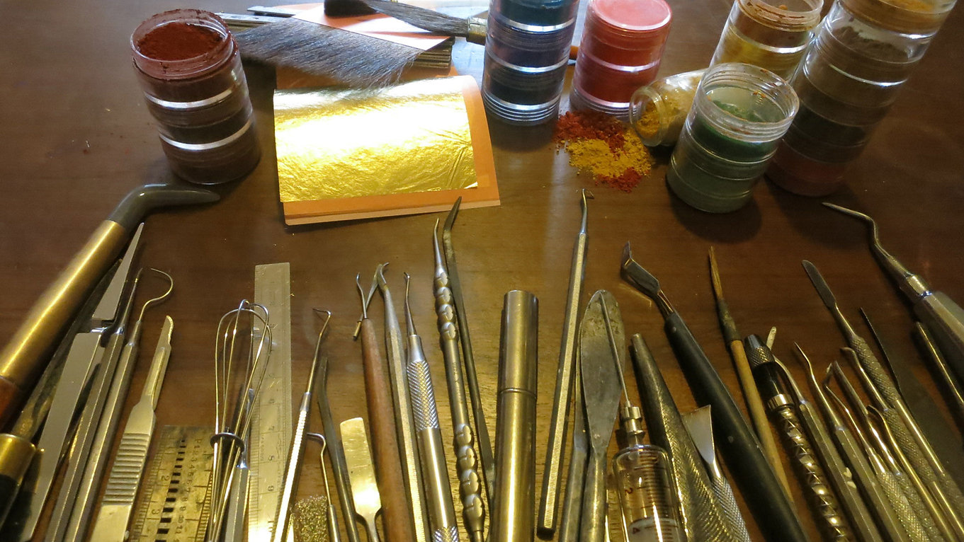 artisan d art, restauration objets art antiquites toulouse-mes outils-pigments-feuille d or