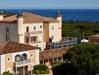 В поместье Château de la Messardière, Сен-Тропе открылся частный пляжный клуб Jardin Tropézina