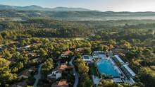 Детский лагерь и гольф-уроки: осенние каникулы в Terre Blanche Hotel Spa Golf Resort, Франция