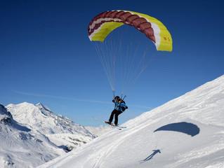 Параглайдинг и подледное погружение: Airelles Val d'Isère, Mademoiselle и его необычные активности