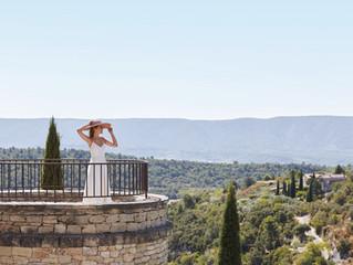 Свадьба с видом на лавандовые поля и долину Люберон в спа-отеле la Bastide de Gordes, Франция