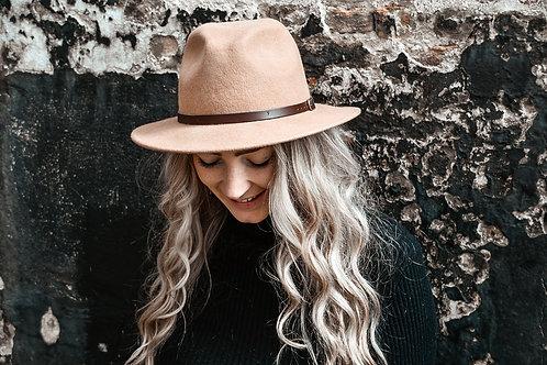 Fedora hoed 'camel'