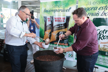 Cotrirosa lança feijão Premium e nova embalagem da farinha