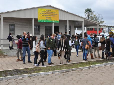 Escolas agrícolas apresentam projetos de pesquisa durante a Expointer
