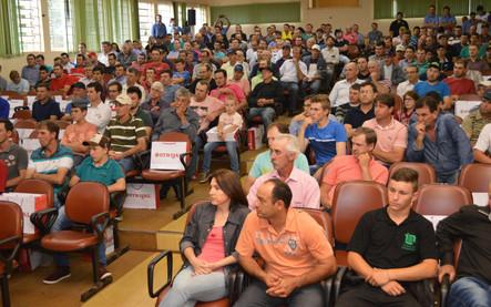 Mais de 280 produtores prestigiam palestra da Cotrijal em Getúlio Vargas