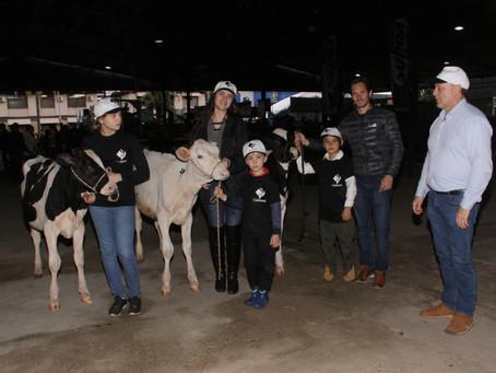 Prova Jovem Puxador estimula crianças e adolescentes a conhecer a cultura leiteira