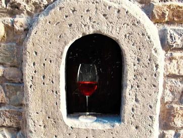 Бари та ресторани Тоскани почали подавати гостям їжу через «винні вікна»