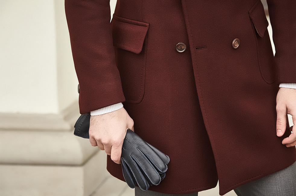 Dwurzędowy płaszcz i rękawiczki skórzane