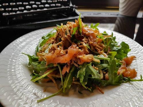 Салат рукколой и лососем