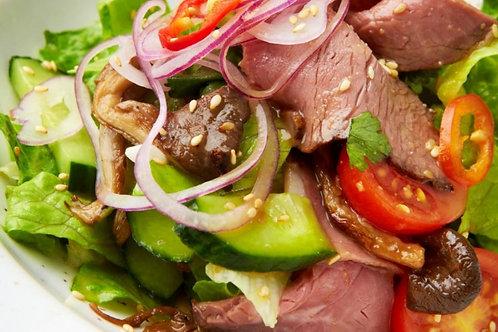 Домашний салат с ростбифом и овощами