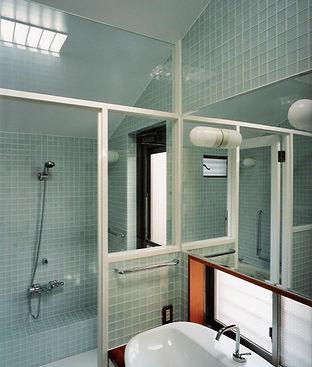 ガラスタイル貼りのお風呂
