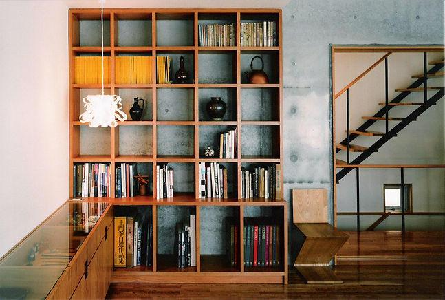 リビングの本棚と収納