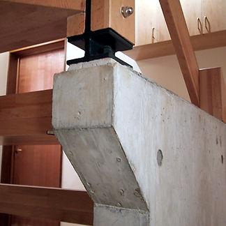 階段を支える柱