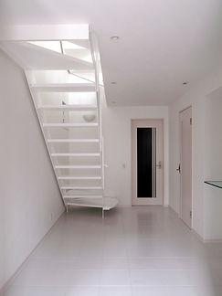 玄関ホールと階段