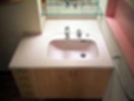 水返しのある洗面カウンター