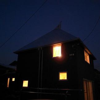 とんがり屋根の夕景