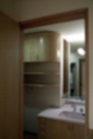 狭い洗面室に工夫を